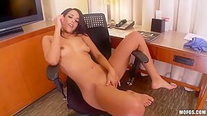 Sugary Layla Sin masturbates on working place
