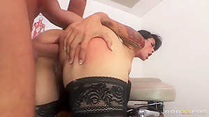 Keirans Lee is sucked off by Dana Vespoli