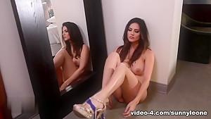 Fabulous pornstar Sunny Leone in Exotic Lingerie, Solo Girl sex clip