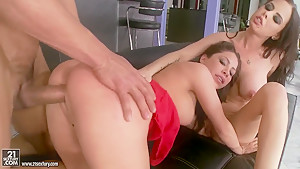 Alexa Nicole,  Brandy Aniston suck one big cock