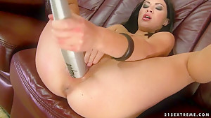 Rude fuck lover brunette slut Isabella Clark is lying on the bed and fucking her shaved twat with red bull can.