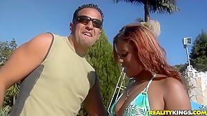 Sultry Latina Agatta entices Tony Tigrao