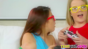 Jmac offers his cock to Vanessa Phoenix and Lexxxus Adams