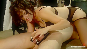Danny Wylde gets his prostate milked by Bobbi Starr!