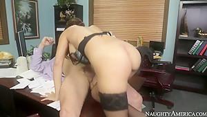 Outstanding skank Jasmine Caro fucks with Preston