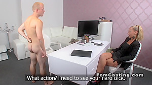 Female agent has oral in sixty nine in casting