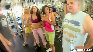 Dahlia Sin shaping up with her gals in gym