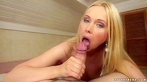 Lina Napoli's cookie becomes wet when she sucks a cock