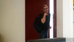 Kinky girlfriend Lana uses some nerd tricks to get her BF on her muff