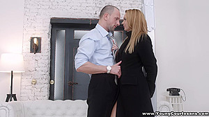 Young Courtesans - Emily Thorne - Courtesan is her calling